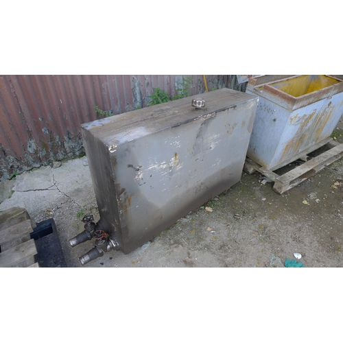 29 - 1 metal hydraulic oil tank approx 122cm x 76cm x 31cm and 1 metal site type storage box (open but NO...