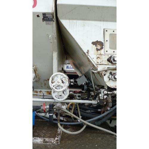 9 - Volvo FM9-12  8x4 Armcon Volumetric Mixer lorry. Reg KX55 UPZ  Vehicle ID No YV2J4CLG94A573908. 26,0...