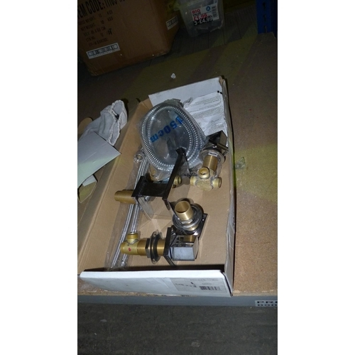 3026 - A bath / shower 5 hole mixer tap - missing shower attachment...