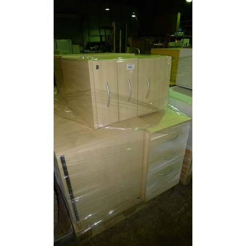 1004 - 1 pallet containing 7 wood effect pedestals...
