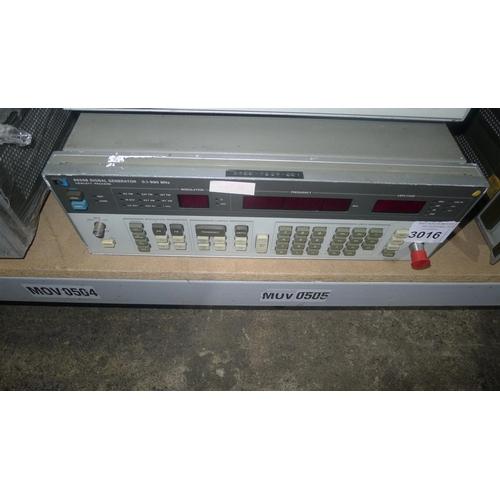 3016 - 1 Hewlett Packard 8656B signal generator 0.1 - 990MHz...