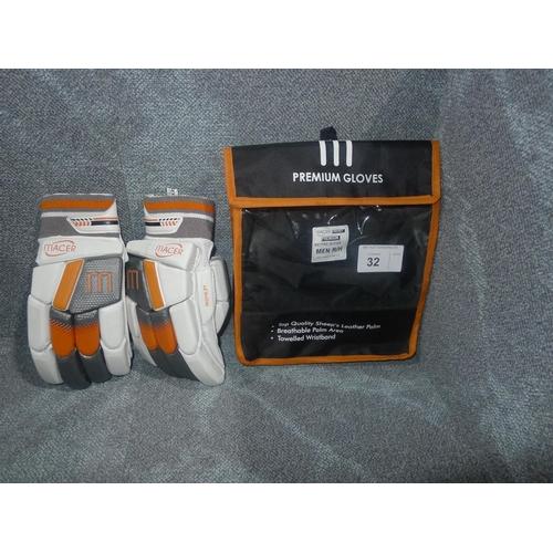 32 - A pair of Macer Premium batting gloves size Mens R/H...