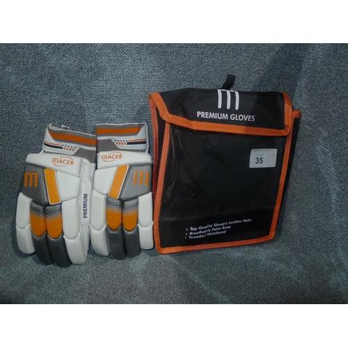 35 - A pair of Macer Premium batting gloves size Mens R/H...