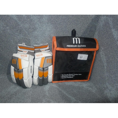 37 - A pair of Macer Premium batting gloves size Mens R/H...