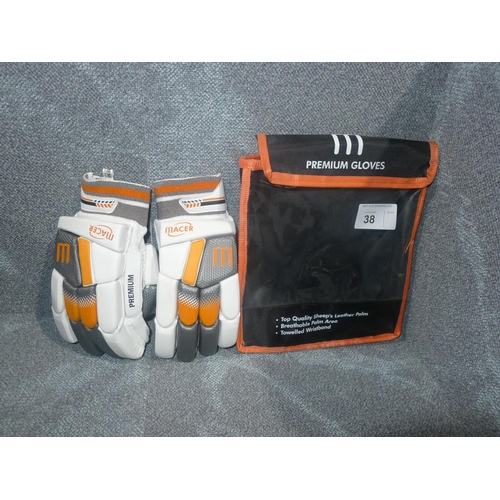 38 - A pair of Macer Premium batting gloves size Mens R/H...