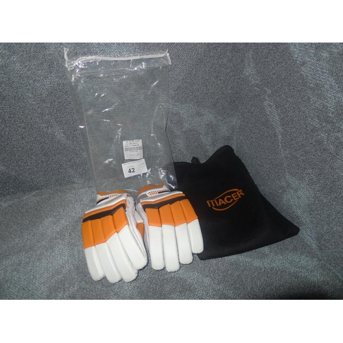 42 - A pair of Macer Premium batting gloves size Large Mens R/H...