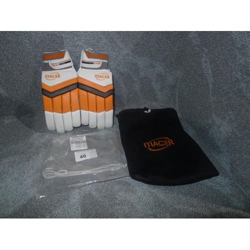 46 - A pair of Macer Premium batting gloves size Mens L/H...