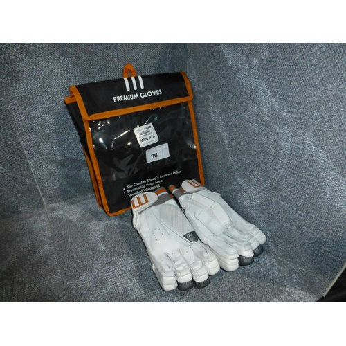 36 - A pair of Macer Premium batting gloves size Mens R/H...