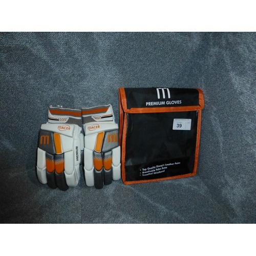 39 - A pair of Macer Premium batting gloves size Mens R/H...