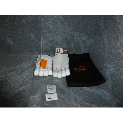 43 - A pair of Macer Premium batting gloves size Large Mens R/H...