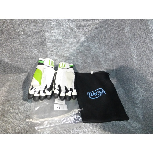 47 - A pair of Macer Elite batting gloves size Mens R/H...