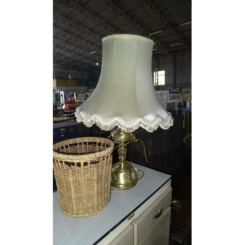 2061 - A decorative brass table lamp and a raffia waste basket...