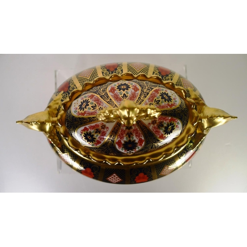 398 - A Royal Crown Derby old Imari 1128 litherland vase with cover, 25cm tall, with box