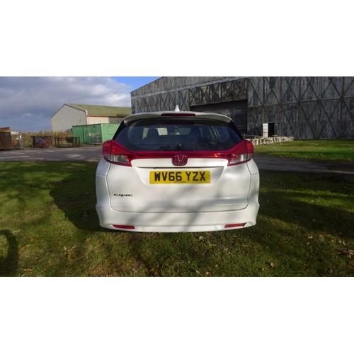 1009 - Honda Civic I-DTEC SE Plus Estate, White, Reg WV66 YZX, 1st Reg: 24/10/2016,  6spd manual Diesel, 15...