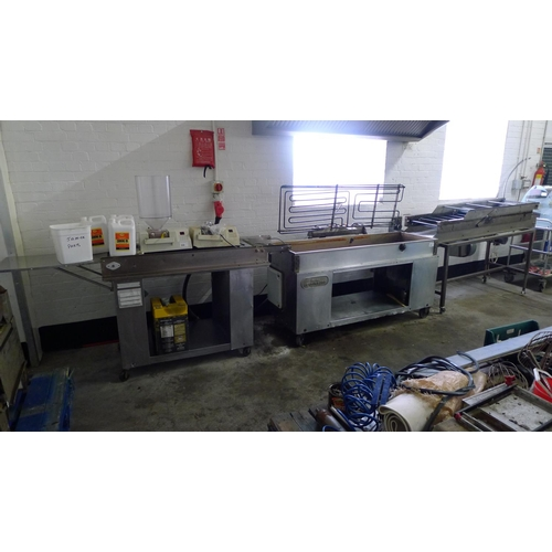 308 - 1 Belshaw Century 200 doughnut fryer 3ph with 2 input / output units comprising one on left hand sid...