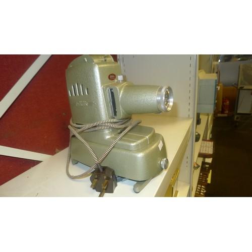 1011 - A vintage Aldis aspheric slide projector with carry case