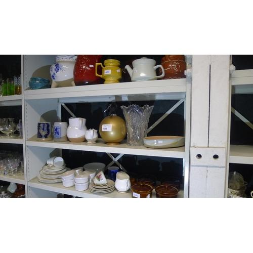 1030 - Quantity of miscellaneous large pots, vases & chinaware etc. (3 shelves)