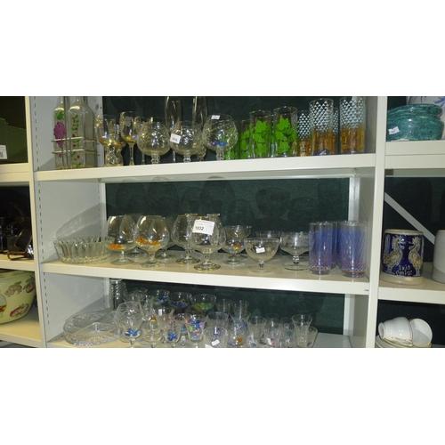 1032 - A quantity of miscellaneous decorative glassware (3 shelves)