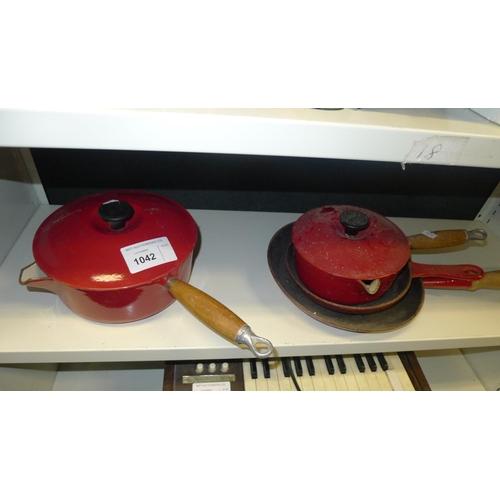 1042 - 2 vintage Le Creuset saucepans and 2 similar vintage Le Creuset frying pans