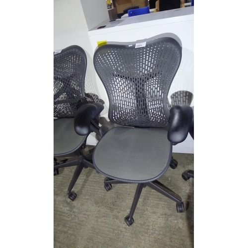 3601 - 1 Herman Miller Mirra chair - Please note that the seat mesh shows signs of use...