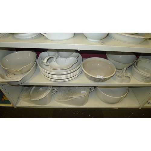 1005 - A large quantity of plain white decorative household ware, dinnerware and ornaments etc (6 shelves)