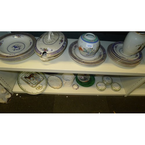 1035 - A quantity of miscellaneous decorative chinaware and ornaments (4 shelves)