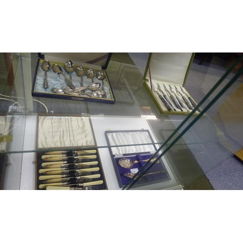 3152 - (H1) a boxed set of of white metal (950) teaspoons, a set of 6 loose silver teaspoons, a boxed set o...