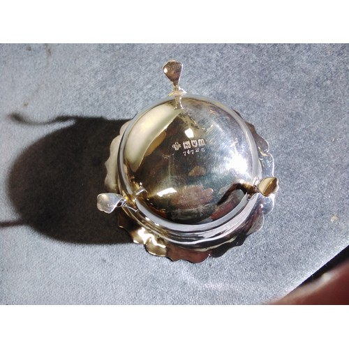 3150 - (H1) a small silver sugar bowl with 3 feet, London 1908, approximately 48 grams