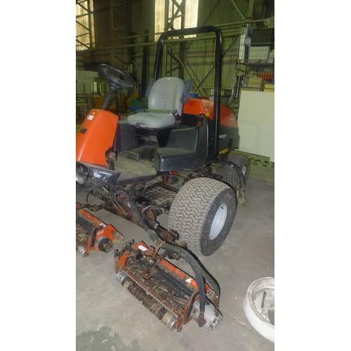 2674 - 1 Jacobsen ride on fairway mower model LF3800 4WD, hour meter reads 1517. 2 hours. This mower has 5 ...