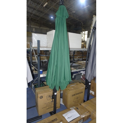 489 - 1 free standing hand cranked banana hanging parasol by Garden Comforts approx 2.7m diameter in green...