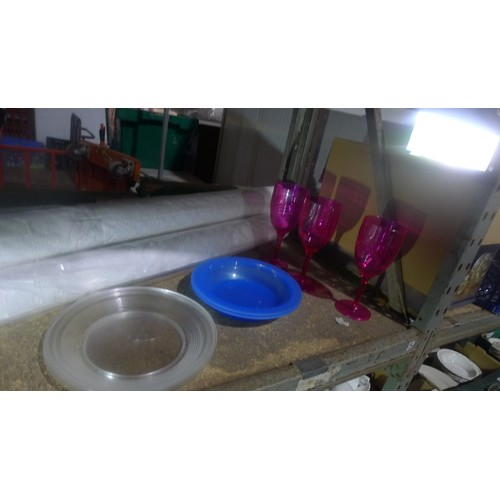3054 - A quantity of various catering related items including plastic baskets, banqueting table/rolls cover...