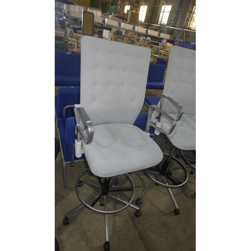 3344 - A light grey upholstered adjustable height operator swivel chair by Vitra