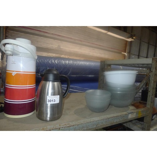 3013 - A quantity of various catering related items including kettles, glass bowls etc. Contents of one she...