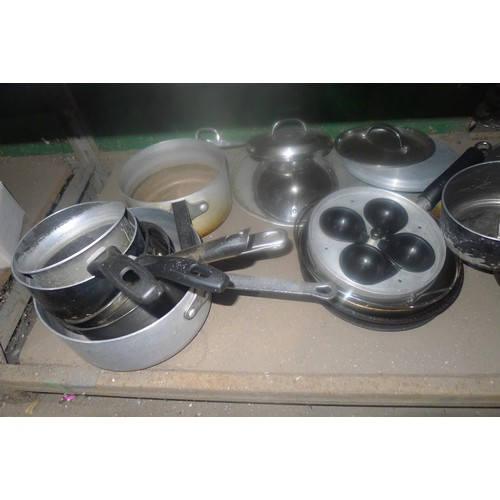 3017 - A quantity of various catering related items including pots, pans etc. Contents of one shelf
