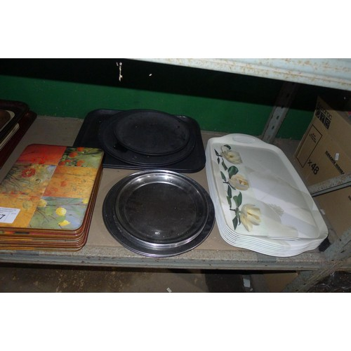 3057 - A quantity of various trays, contents of one shelf
