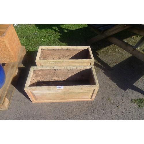 3381 - 2 x rectangular terracotta effect planters