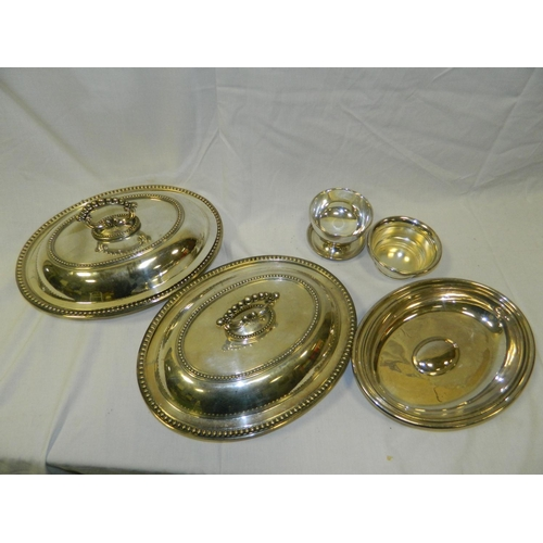 119 - Mixed lot of silver plate...