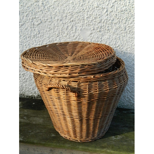 130 - Round wicker basket with lid...