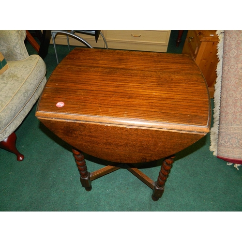 141 - Drop leaf barley twist legged side table [47x60x75cm]...