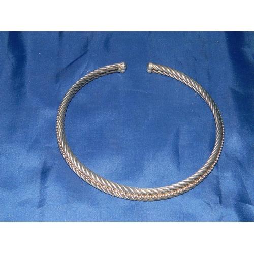 199 - Quality Italian white metal choker necklace in presentation box...