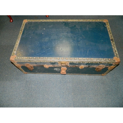249 - Large vintage travelling trunk [90x55cm]...