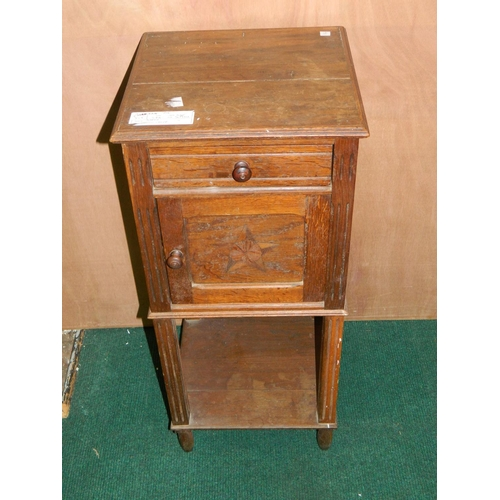 283 - Wooden bedside cabinet [80x36x36]...