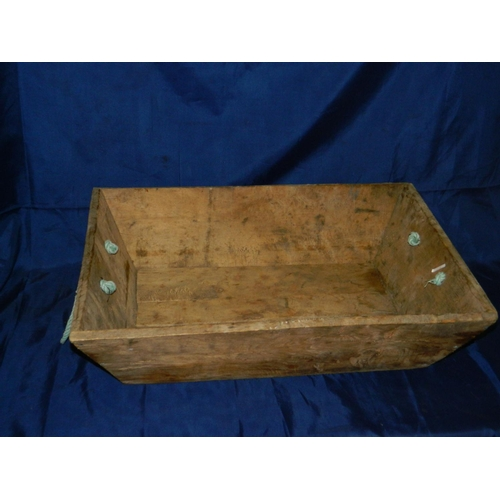 295 - Wooden fish carrying box with rope handles [53x45]cm...