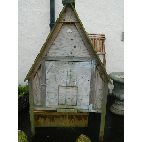 345 - Wooden hen house by Jim Vyse only 2 years old in good condition...