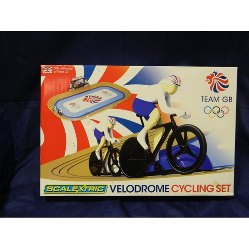 354 - 'Scalextric' cycling veledrome set boxed...