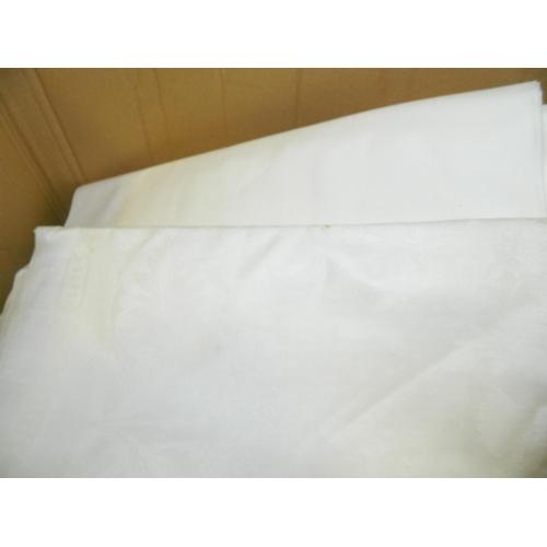 372 - Box of assorted linen...