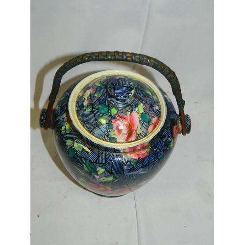 429 - Oriental biscuit barrel...