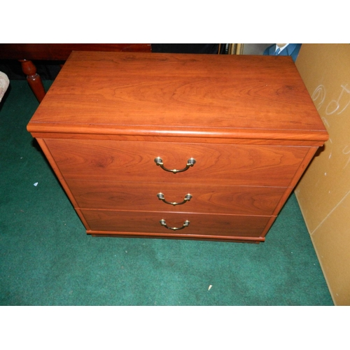 444 - 4 drawer chest of drawers...