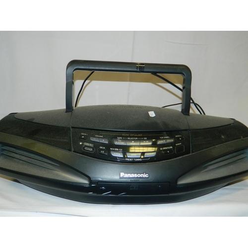 480 - Panasonic CD portable radio...