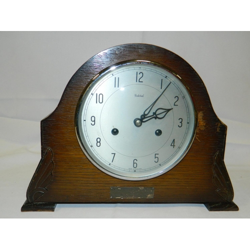 498 - Oak mantle clock...